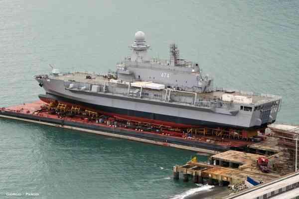 десантный вертолетный корабль-док Kalaat Beni-Abbes