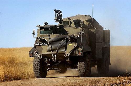 Украина купит списанные британские броневики Saxon AT-105