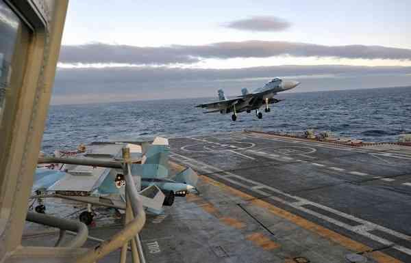 Экипажи морской авиации Северного флотана тренировке