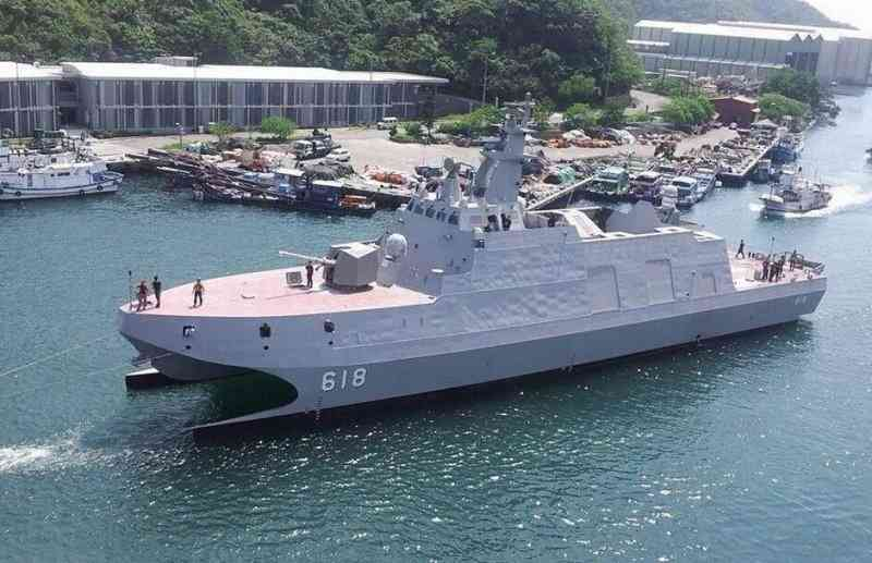Тайваньский корвет-катамаран вышел на заводские испытания