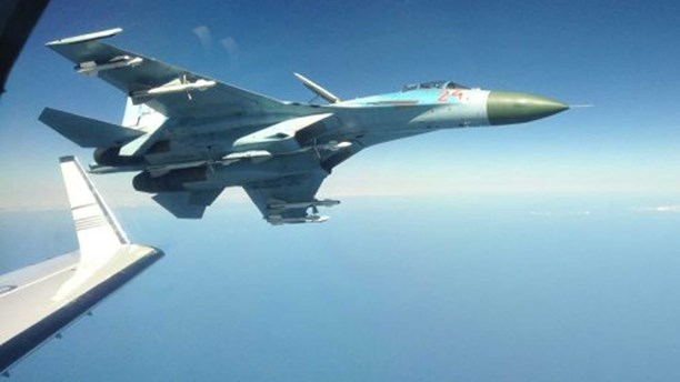 Су-27 напугал шведских летчиков