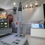 """Стенд израильской компании Rafael Advanced Defense Systems, разработчика противоракетного комплекса """"Железный купол"""" (Iron Dome)"""
