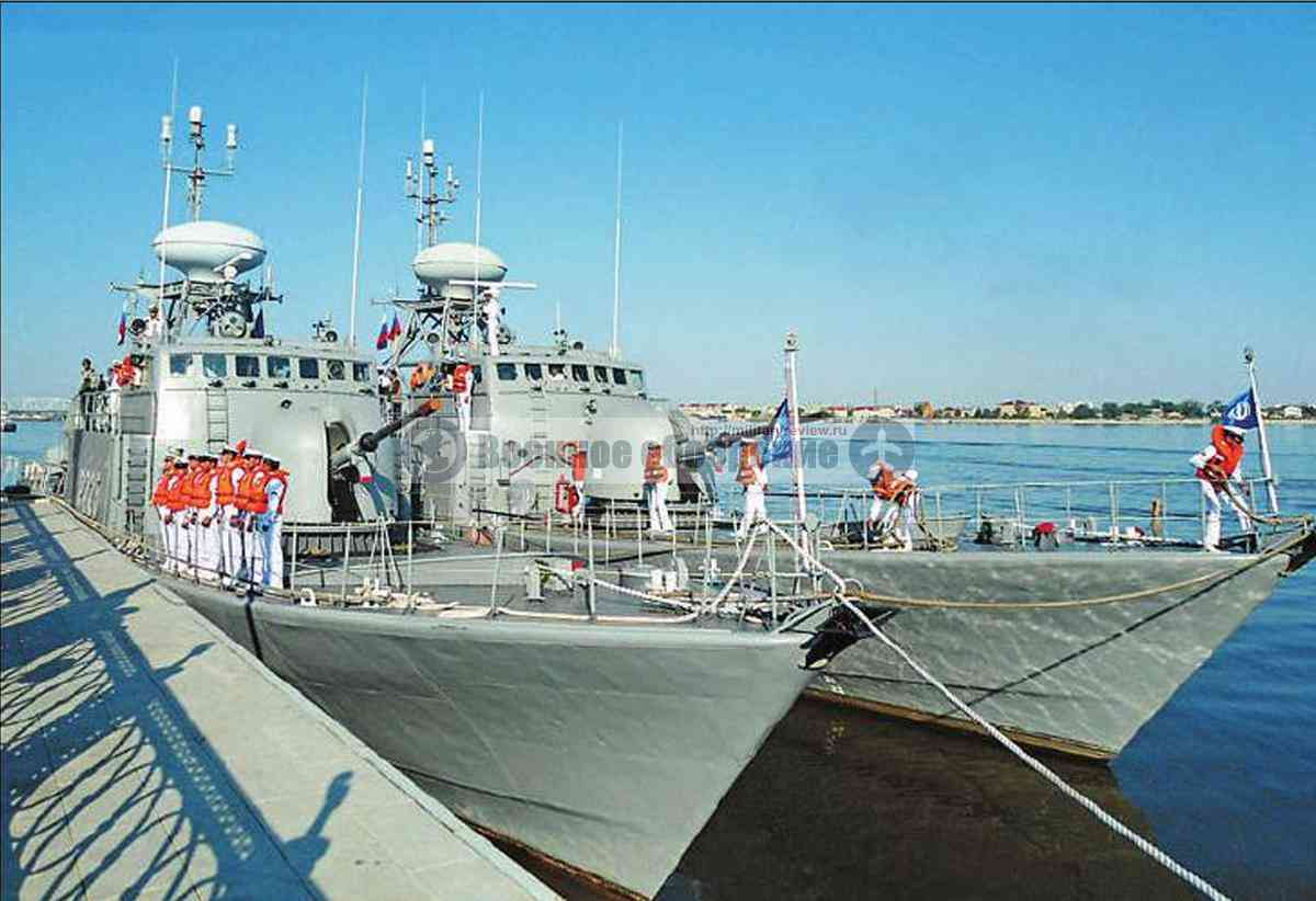 Ракетные катера ВМС Ирана Joshan и Peykan во время визита в Астрахань