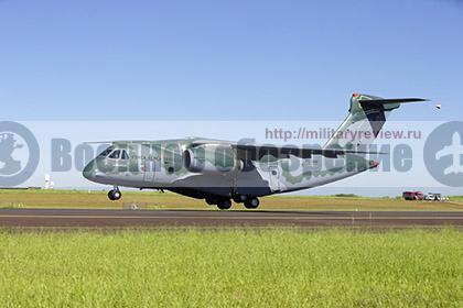 Бразильский KC-390 совершил первый полет