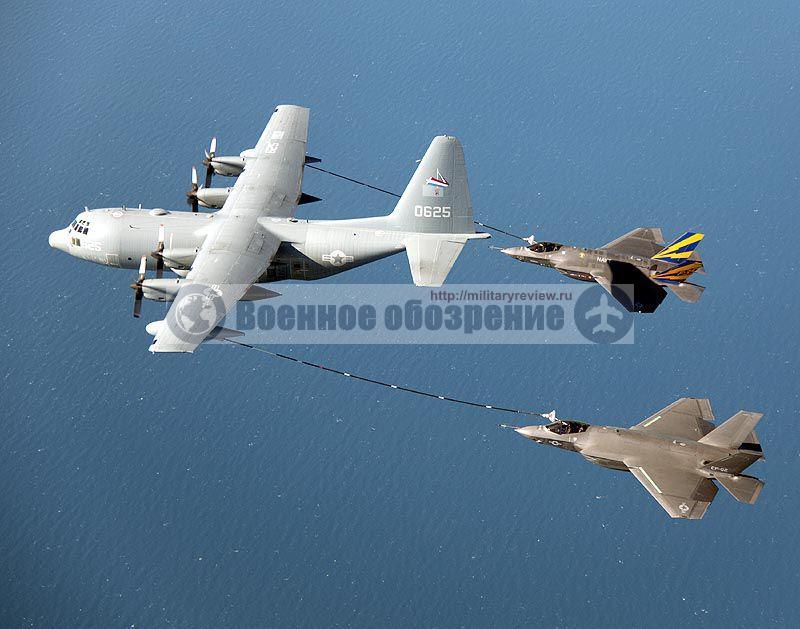 Пара F-35C впервые выполняет дозаправку топливом от воздушного танкера КС-130 «Геркулес»