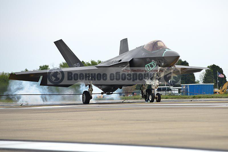 F-35C выполнил посадку с зацепом троса аэрофинишера