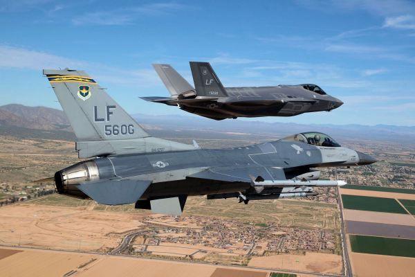 F-16 выиграл воздушный бой у F-35