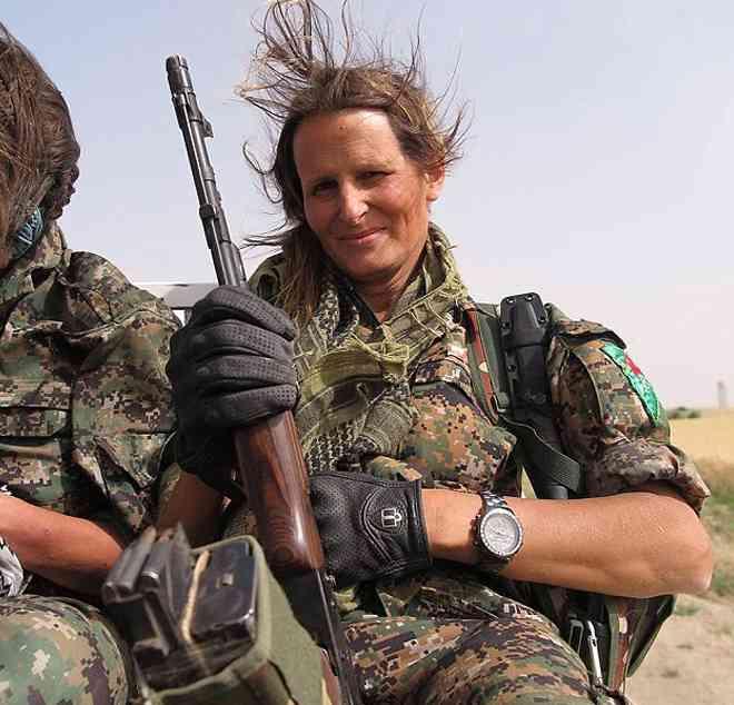 Модель из Канады уехала сражаться против ИГИЛ в Сирию