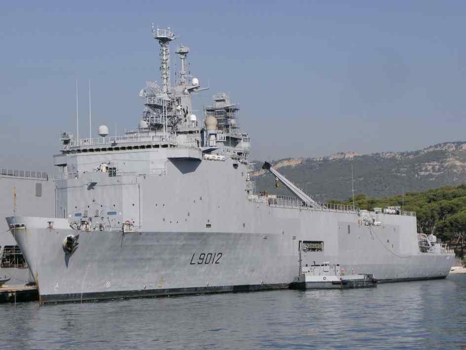 Бразилия покупает французский десантный вертолетный корабль-док Siroco