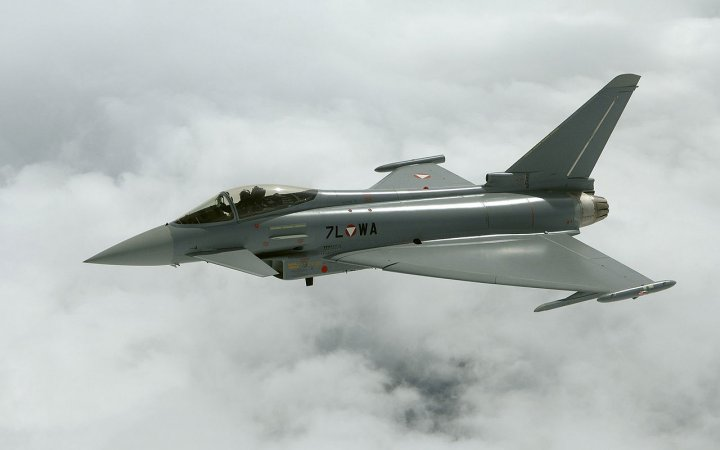 Патрулировать небо Прибалтики начали самолеты с полным боекомлектом