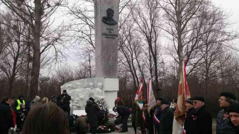 Польша удивлена протестами России в связи с демонтажем памятника Черняховскому