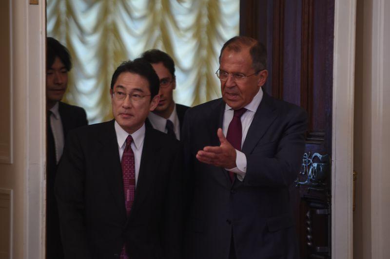 РФ и Япония возобновляют обсуждение мирного договора