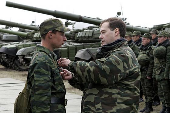 Военные расходы России в 2016 году будут сокращены на 225 миллиардов рублей