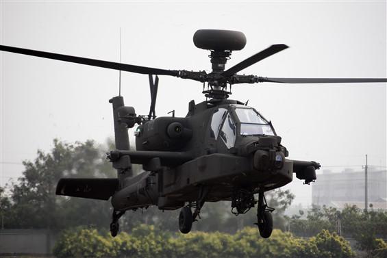 Индия подписала контракты на закупку вертолетов Apache и Chinook