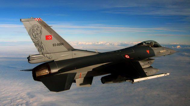 Турция сообщила о сбитом на границе с Сирией неопознанном самолете