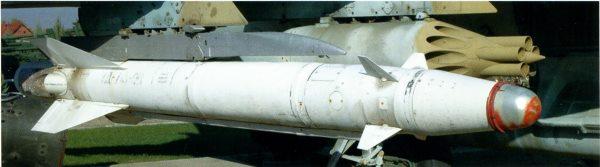 Многоцелевая ракета Х-25МЛ на авиационном пусковом устройстве