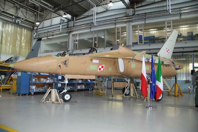 Компания Alenia Aermacchi представила первые два реактивных УТС М-346 для ВВС Польши