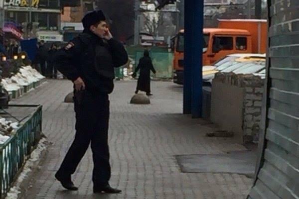 женщина с головой ребенка задержана возле станции московского метро