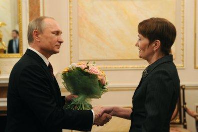 Владимир Путин поздравляет с Международным женским днём