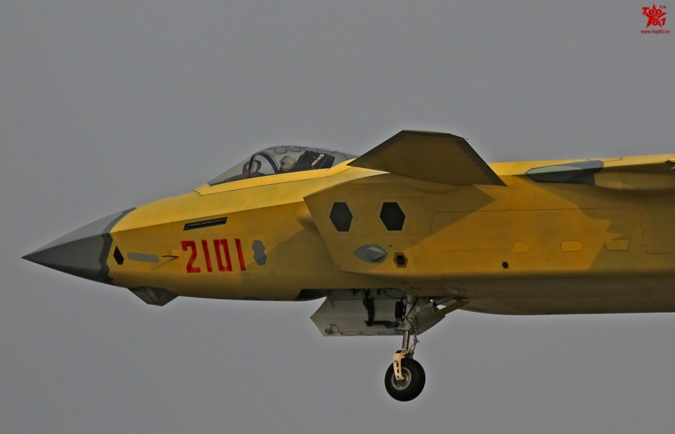 Китайский истребитель J-20 и бриллиантовый глаз.