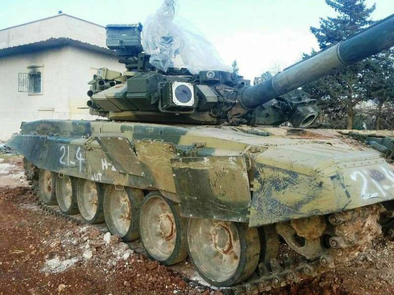 Фото сирийского Т-90, выдержавшего попадание ракеты комплекса TOW-2