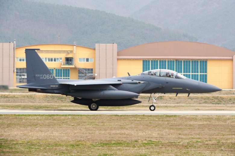 Южнокорейские ВВС провели тренировку по уничтожению ключевых объектов КНДР