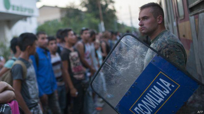 В Греции бунтуют мигранты. Как Афинам пресечь многотысячный наплыв «беженцев»?