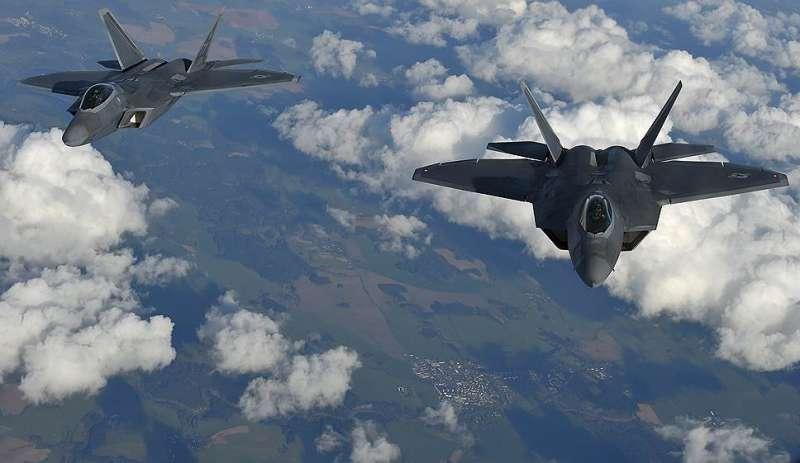 Пентагон перебросил в Румынию два самолёта F-22