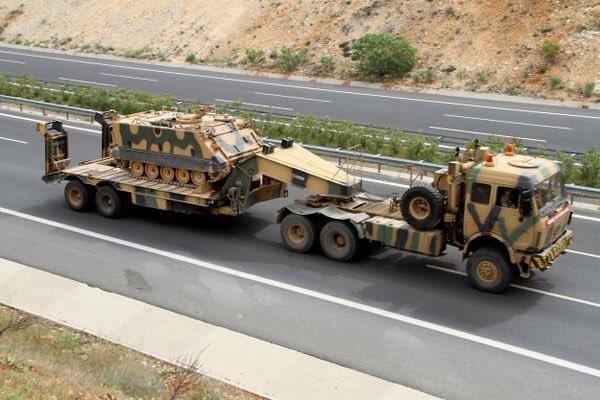 Турция стягивает тяжелую бронетехнику и ракетные комплексы к границе с Сирией