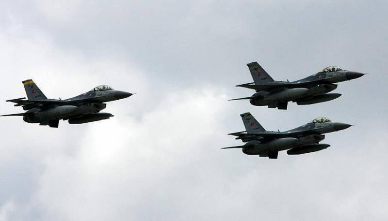 """Турецкие ВВС получили """"зелёный свет"""" для полётов над Сирией"""