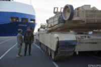 """Немецкие СМИ рассказали подробности переброски американской бронетехники: """"США выгружают танки для войны с Россией"""""""