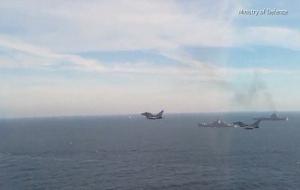 """Появились кадры, как """"Адмирал Кузнецов"""" в Ла-Манше оказался окружен кораблями НАТО и истребителями"""